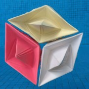 drijvende rubber bootjes origami stijl