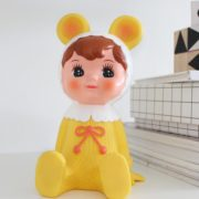woodland-doll-spaarpot-geel